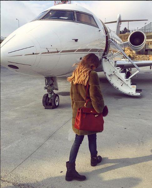 惨!时尚杂志封面名媛与7闺蜜乘私人飞机,结果