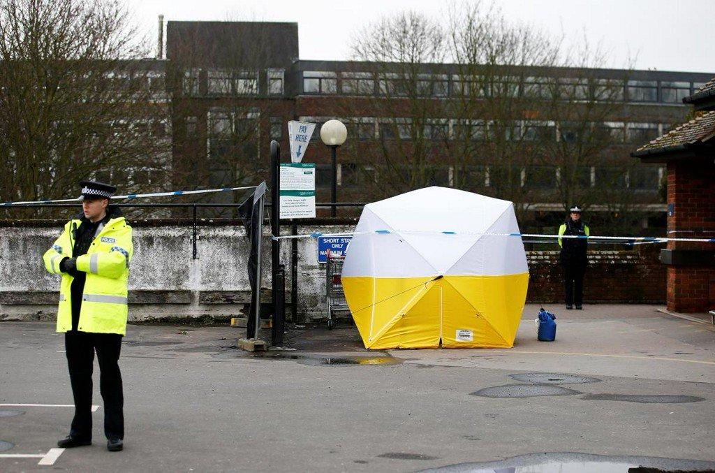 英媒曝前间谍中毒案细节:神经毒剂藏在女儿行李箱