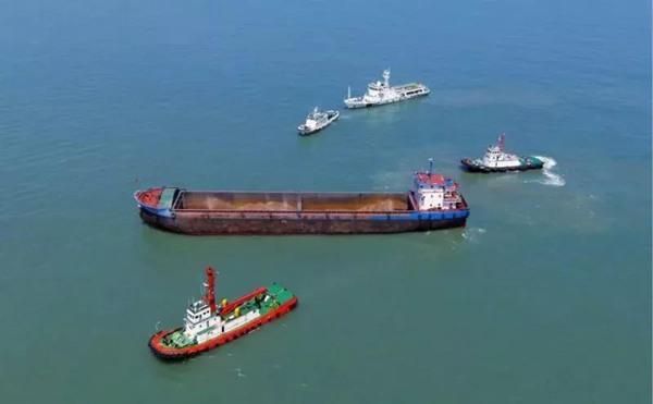 【热文】舟山海域4小时25海里围堵过路套牌内河船插翅难逃