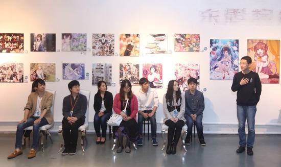 (前排左一: Retsuna 前排左二:Tsumiwara 前排左三:七濑葵前排右二:碧风羽前排右一:华善亮)