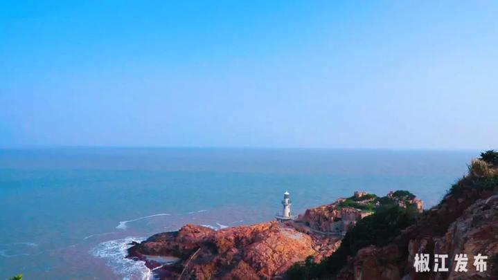 垦荒纪念碑是由老垦荒队友在1996年大陈岛垦荒四十周年之际建造的,碑