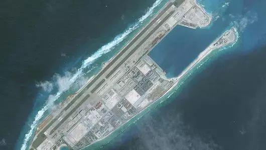 B-52南海挑衅中国反击来了!南沙首次部署远程导弹