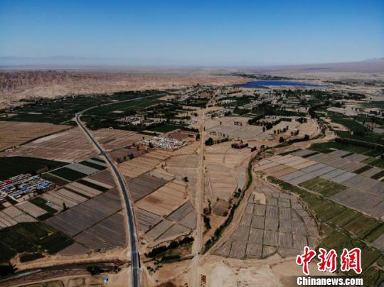 截至2017年底,山丹县城市绿地总面积达到232.76公顷,净增66.75公顷;建成区绿地率达到30.03%,净增8.63%;建成区绿化覆盖率达到36.7%,净增9%;人均公园绿地面积达到10.65平方米,净增3.61平方米。 杨艳敏摄