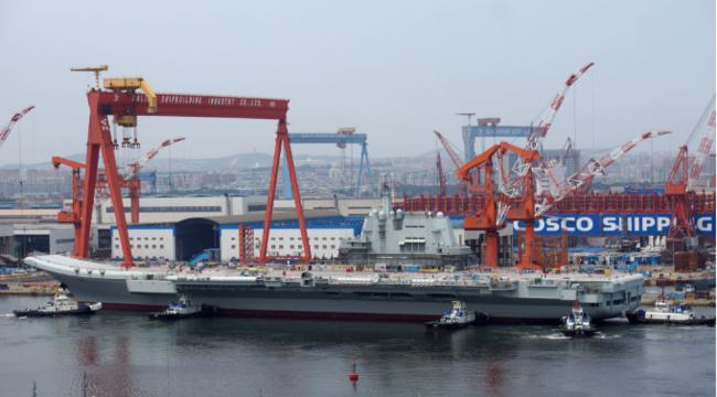 国产航母结束坞内舾装维护,为第二次海试做准备。
