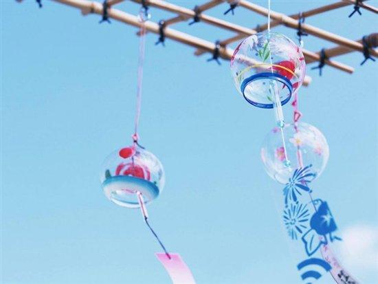 日式鲤鱼旗,和风御守,日式招财猫,江户风铃等都是和风式物品.