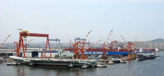 国产航母与辽宁舰。
