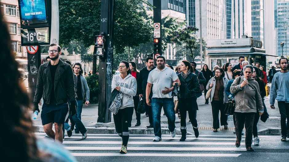 车上聊出来的工作机会:共享出行是新的职场社交平台?