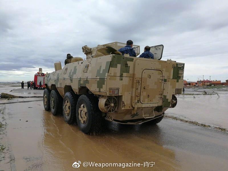 轮式装甲战车救援队显威力  无人机派上大用场