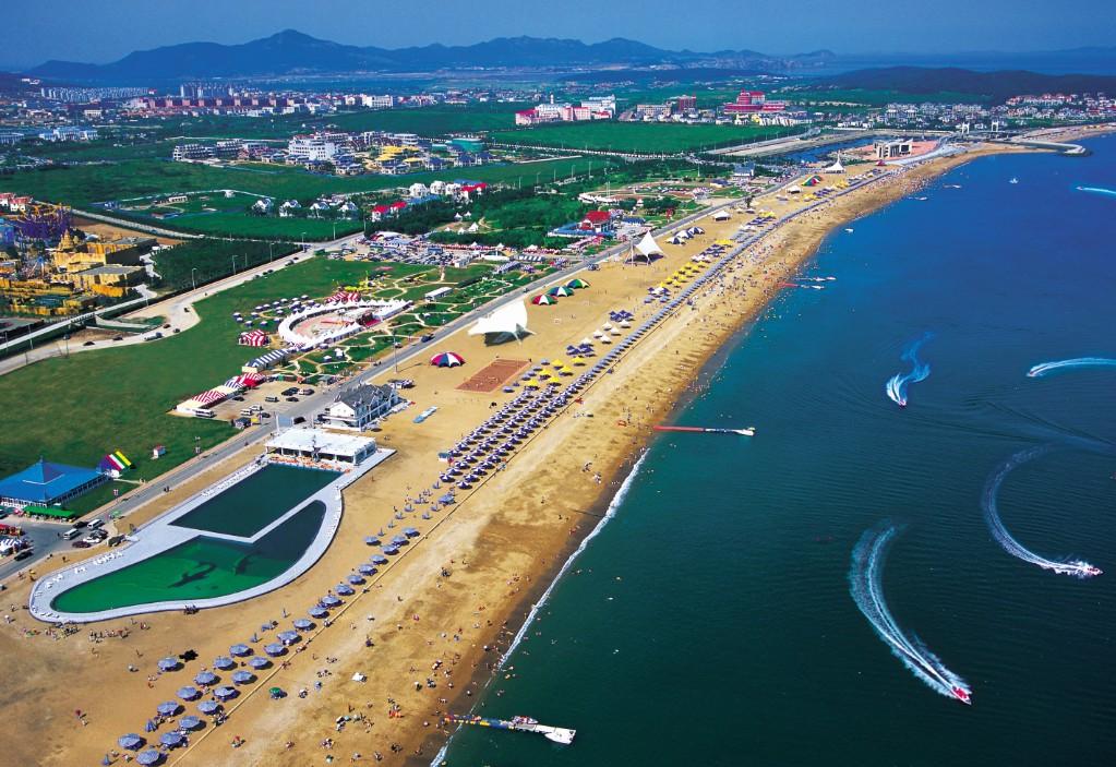 """5公里,宽100-200米,细软的沙滩,纯净的海水,被国家海洋局评为 """"健康型"""