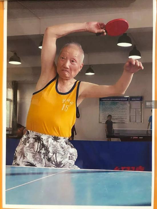 杨炳林自认球技中等,目前的最好成绩是省老年乒乓球比赛第三名