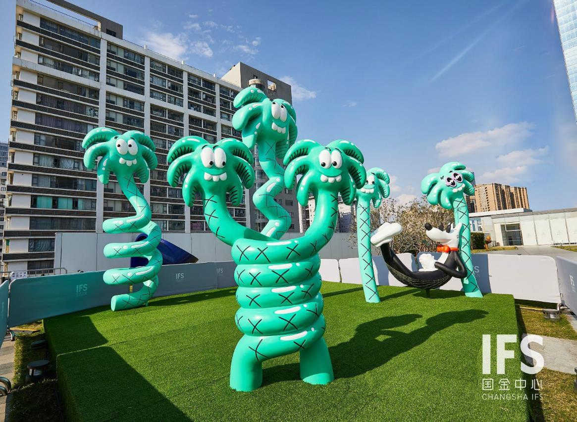 将长沙ifs l7雕塑花园变身成了一个城市中的海边游乐园.