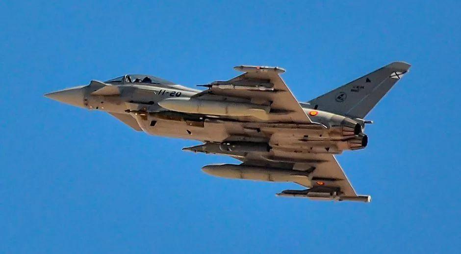 欧洲台风战斗机误射了一枚导弹,靠近俄边境…