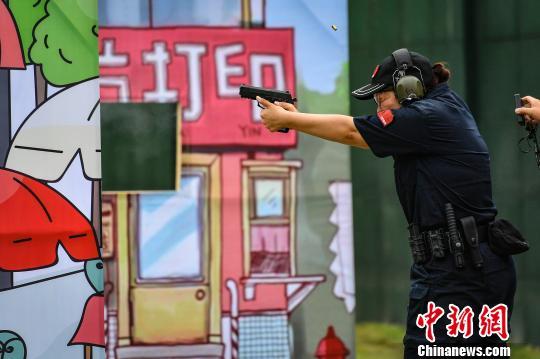 比赛选手在模拟实战情景下一决高低陈骥旻摄