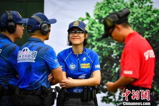 准备参赛的香港代表队陈骥旻摄