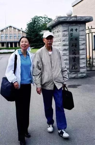 杨佳与父亲在一起