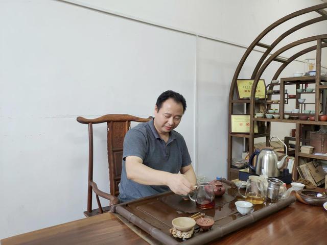 秋元藏茶成秋元——藏智于拙,至诚至信,亿万资金收藏的老茶陈香