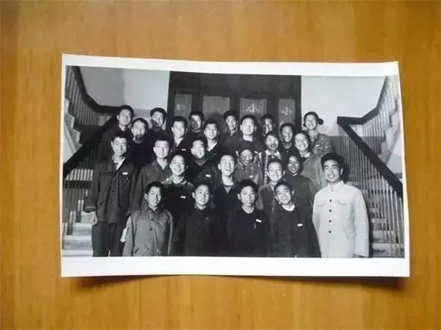 在郑大求学时的杨佳(后排右一)