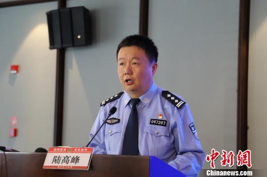 图为:海宁市公安局副局长陆高峰。 胡小丽摄