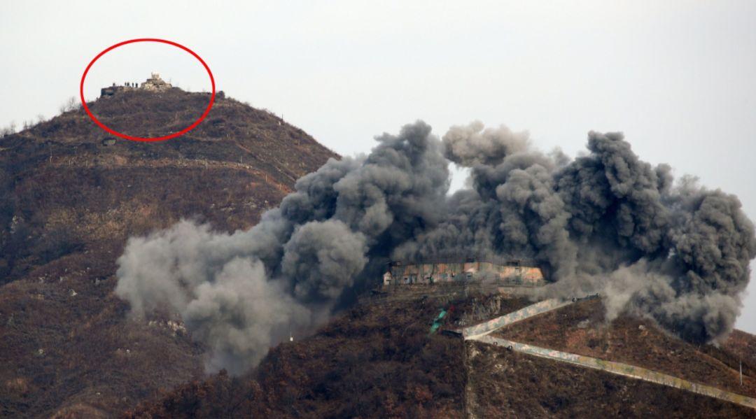 """轰的一声!韩军将自家""""碉堡""""炸掉了"""
