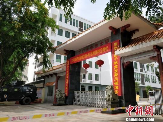 海南中学三亚学校是由海南中学与三亚市政府在原三亚市实验中学的基础上,合作创办的一所普通中学学校。 王晓斌摄