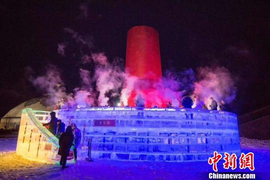 直径达17米、高度达8米的冰雕火锅许以海摄