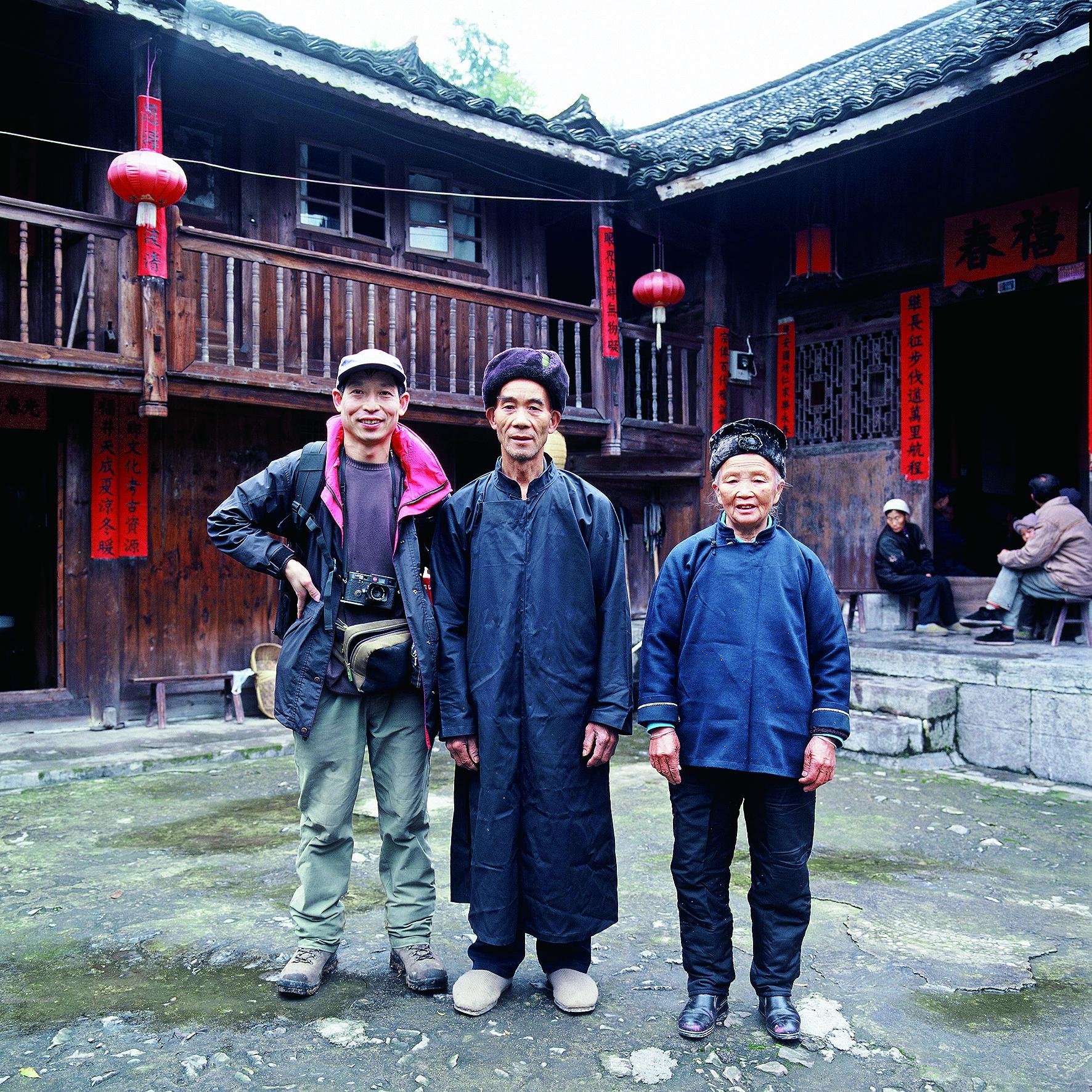 七年拍摄4万张少数民族民居照片记录民居背后的历史和故事 龙江摄
