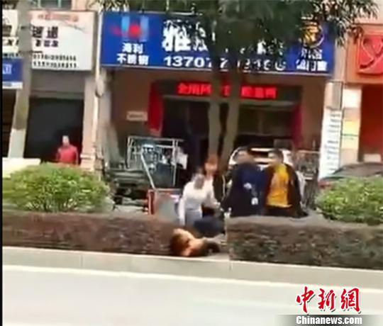 广西防城港一家四口殴打女环卫工岳母及女儿女婿被拘10日