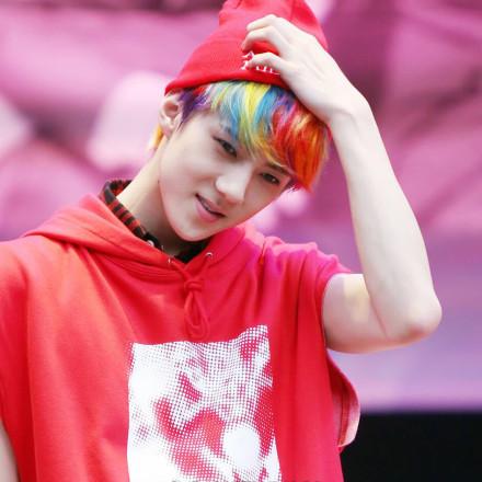 蔡徐坤的银色、范丞丞的红色…2019流行发色你适合哪种