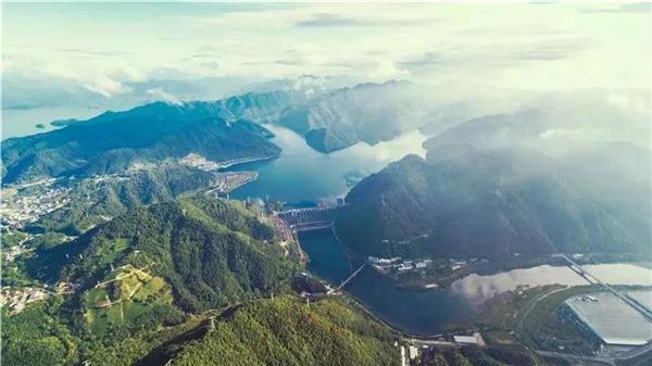 """自制设备,自主建设""""的大型水力发电站——新安江水电站."""