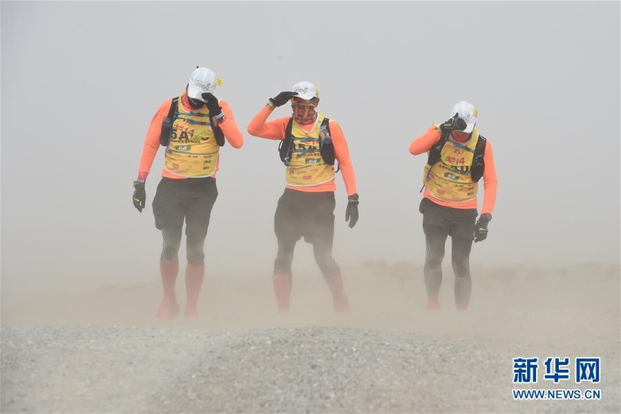 (体育)(7)戈壁挑战赛:大风中前行