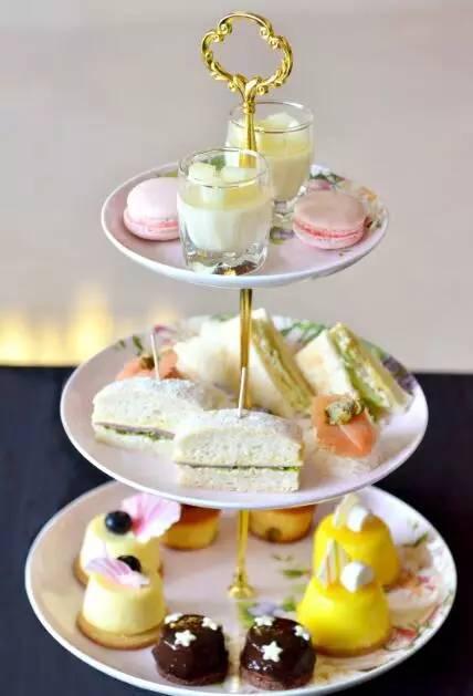 嗜住  北京首都机场朗豪酒店 整套下午茶融合了6道精选英式茶点,伴随图片