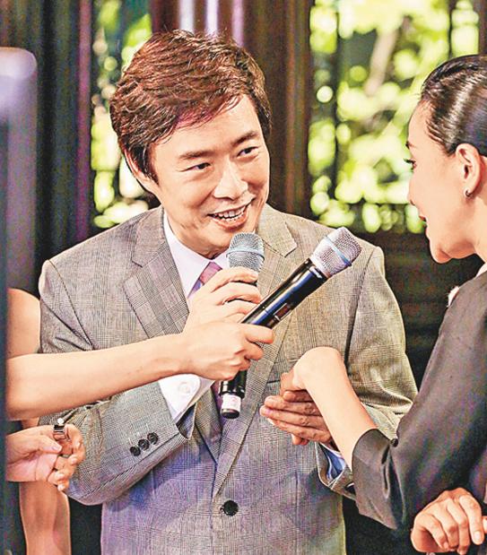 """【星娱TV】费玉清谈""""嘿嘿嘿""""走红:段子手气质是天生"""