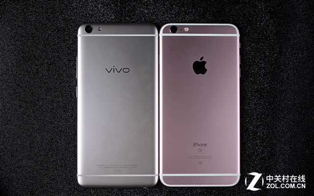 vivo X7Plus  苹果iPhone6s Plus 材质上vivo X7Plus采用的是一体式金属机身设计,继承了此前产品精细的设计水准,风格上偏于圆润,特别是背部的细腻喷砂让整机手感很出色。并且机身侧面的无阶过渡边框能够有效提升握持时的手感,3D切割亮边的处理也十分光滑并不会出现其他品牌的T槽那样割手的状况。 vivo X7Plus采用了5.