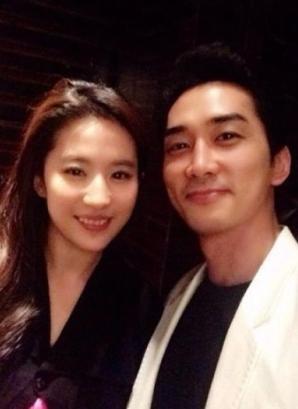 宋承宪庆祝40岁生日女友刘亦菲赴韩为其庆生