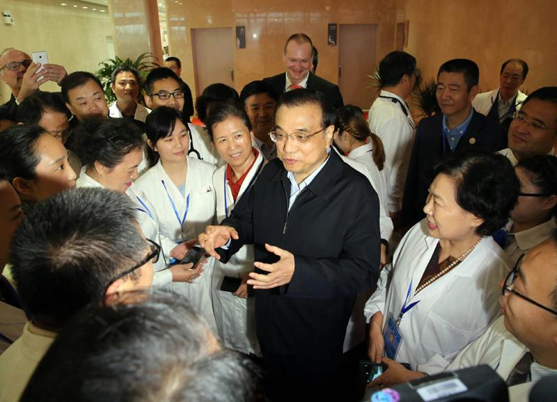 2016年3月25日,李克强考察海南博鳌乐城国际医疗旅游先行区。