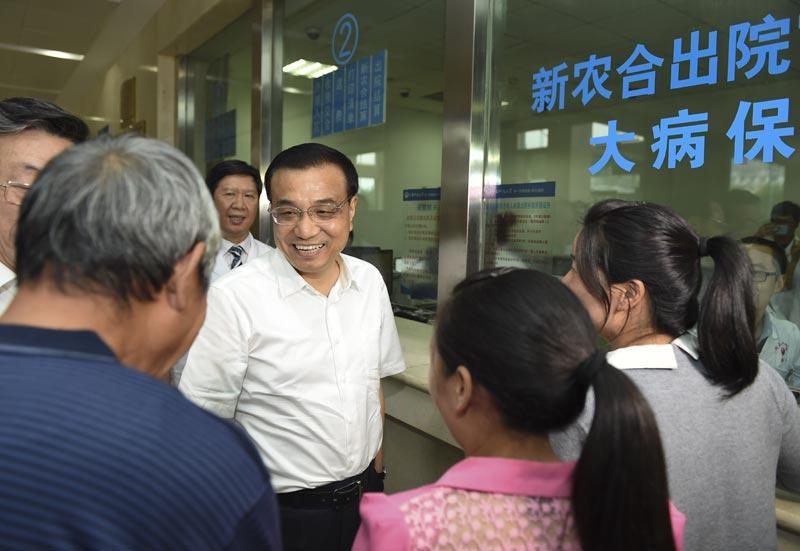 2015年9月23日,李克强在洛阳考察河南科技大学第一附属医院新区医院。