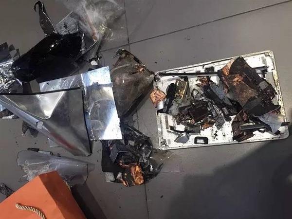 苹果又炸!iPad半夜充电突然爆炸桌子都被烧出洞,这