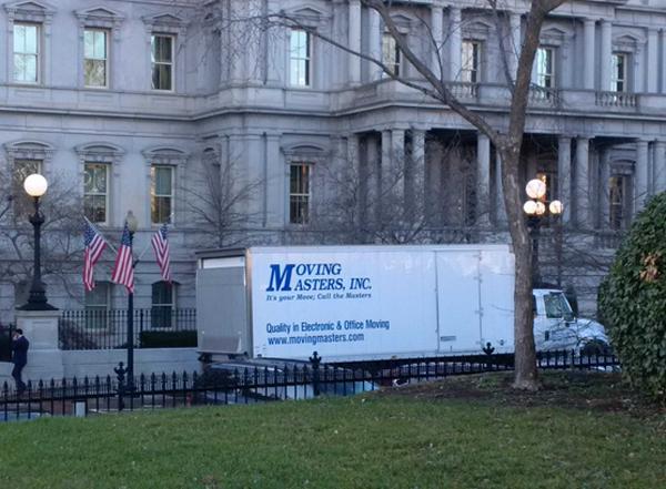 搬家卡车现身白宫外奥巴马一家将告别八年住所