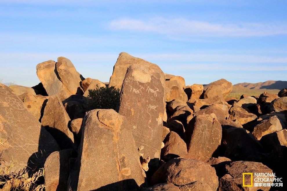 沙漠石头字风景图片
