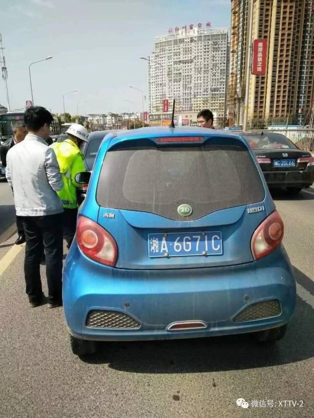 电动汽车追尾劳斯莱斯-电动车不慎撞上劳斯莱斯 维修费用或需十万元高清图片
