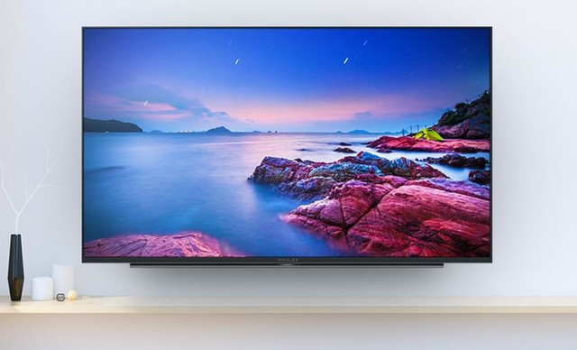 电视机身整体采用太空灰配色,可以更好的融合不同的家居风格,边框最薄