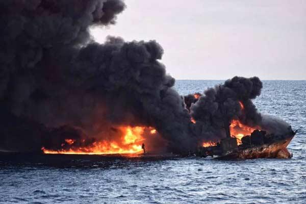 伊朗油轮爆沉!东海生态灾难?蹊跷何在?
