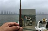 """1995年,黄昆4岁,在儿童节那天父母带着他去青山湖游乐场过""""六一""""。那时候,青山湖游乐场就像南昌的迪斯尼,只有在儿童节、过生日这种特殊的日子才会有机会去玩。""""在我的记忆里,青山湖还是郊区,去一次要坐很久的车。在城市里长大的孩子,看到这么大的湖,都玩得不想回家了。""""黄昆看到自己儿时的照片,很是感慨。"""