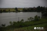 南昌县泾口乡创业村厚田涂邓家自然村是抚河边的一个小村子,我们故事的另一位主人公涂亲亲就和爷爷奶奶住在这里的两间瓦房里。