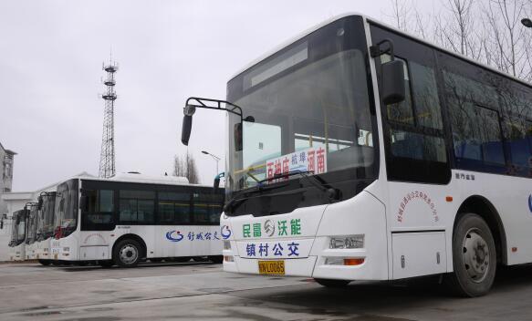 (镇村公交采用了8.6米金旅纯电动公交车)