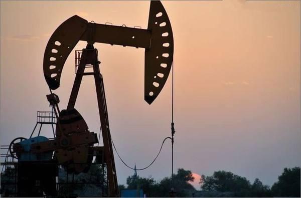 """油价""""黑五""""暴跌近8% 创下三年多来单日最大跌幅"""