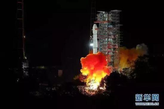 12月8日2时23分,我国在西昌卫星发射中心用长征三号乙运载火箭成功发射嫦娥四号探测器图自新华社