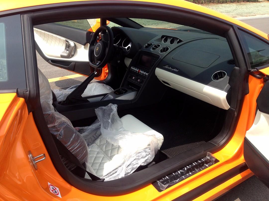兰博基尼LP700-4价格量产跑车犀利而科幻的风格