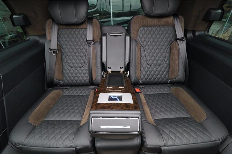 南宁进口奔驰v250改装7座商务房车价钱表 高经理 :19967484301