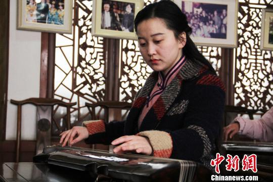 桂世民新收入室弟子陶然抚琴演奏刘浩摄